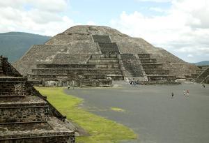 PyramidOfTheMoonFromTheSouthWest-300x205 Gli Adoratori del Cielo