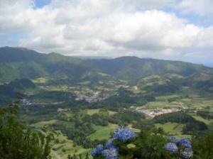 Foto 1-Isola di Sao Miguel: vista da 'Pico do Ferro', nei pressi della località di Furnas