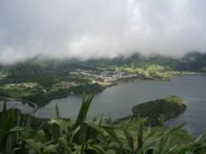 Foto 10-Isola di Sao Miguel: località di 'Sette città' con i suoi due laghi, il lago azzurro ed il lago  verde
